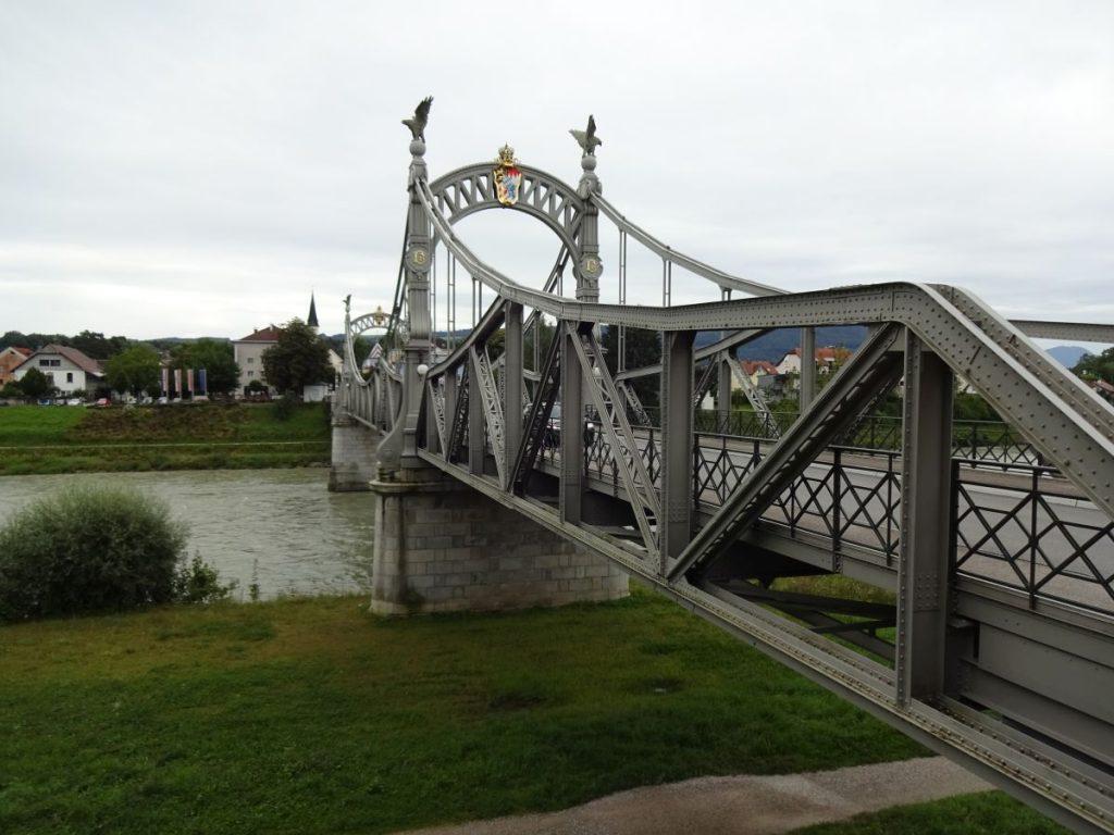 Innbrücke zwischen Laufen und Oberndorf.